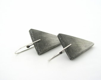 Black grey  ombre clay earrings, dangle triangle air dry clay earrings, modern minimalist, sterling silver, geometric, white