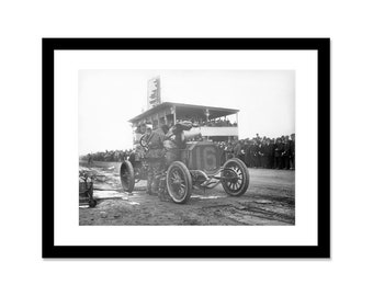 Black and white photo of a pit stop at a racing in the 1920s