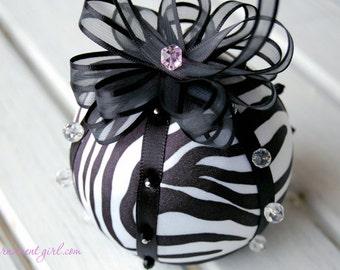 TUTORIAL - No sew zebra fabric ornament pattern - Instructions - DIY Christmas ball