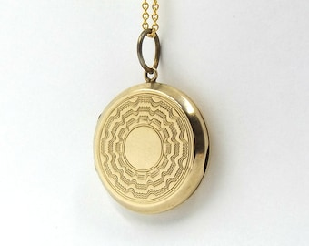 Small Vintage 9k Gold Locket | 9ct Gold Back And Front Round Locket Pendant