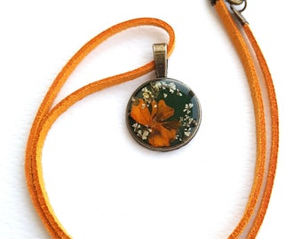 Pressed flowers necklace, Women choker,Marigold necklace,Resin choker/necklace, Unique choker/necklace,Gift for her,Gift for mom.