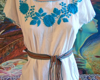 Mexican Blouse, Embroidered Blouse, White Blouse, Blue embroidery, Frida Kahlo size S/M
