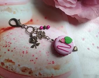 Bag charm / Keychain raspberry/pink macaron in polymer clay / bronze / gift idea