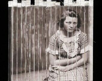 V. Lowe - gratuit expédition mixte surréaliste Photo Art Portrait tissu Original impression Textile Art Vintage image Womans mugshot OOAK Decor