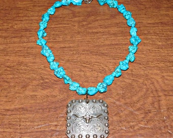 Vintage Turquoise Necklace with Pewter Longhorn Pendant    Excellent Condition