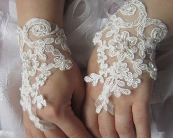Ivory Lace Wedding Gloves,  french lace gloves, bridal gloves,  wedding gloves, bridal accessories, weddings