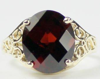 Mozambique Garnet, 18KY Gold Ring, R057