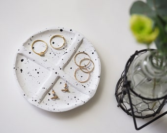 Minimalist ring dish - Jewelry organizer - Modern ring holder - Black and white jewellery holder - Modern ring tray - Clay jewelry dish