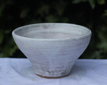 Matt white handmade bowl with grey and concentric decoration