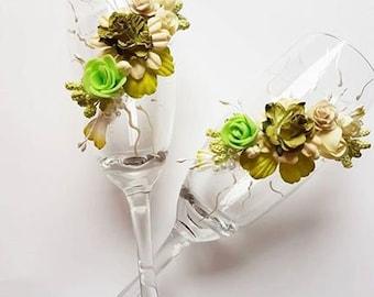 Bride and groom wedding glasses/green