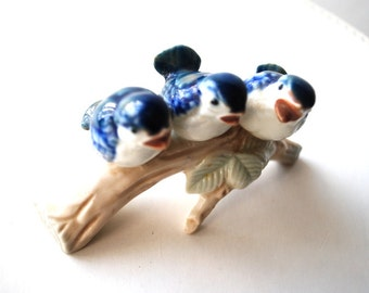 Sweet vintage 80s porcelain   figurine  of the trio  blue birds  on a log. Made by Otagiri in Japan.