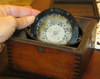 World War I  SHIP COMPASS 2 1/2 F B Dory sn 43263 Provenance:sold by Ritchie Boston UsA  to Darrow & Comstock Shipping on Mar 9, 1916