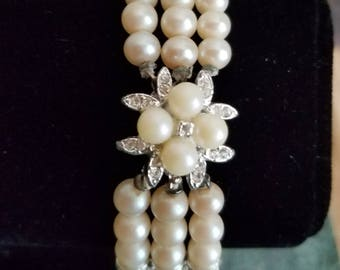 Beautiful vintage glass faux pearl bracelet with rhinestones.  7.5 inches