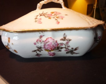 Limoges Covered Dish - Beautiful floral - Porcelain MINT condition - Rose Pattern - 24 k gold trim - wedding gift formal table 8 inch long