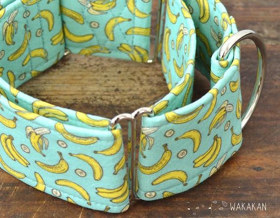 Martingale dog collar Going Bananas. Adjustable and handmade with 100% cotton fabric. Wakakan