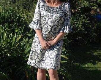 Penelope dress: Size 12 (UK/AU/NZ) This charmeuse silk dress has a distinctive sixties style.