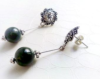 Earrings 'Elphie' - Silvertone flower studs and aventurine gemstones - Gift for her, green and silver bohemian earrings - Handmade jewelry