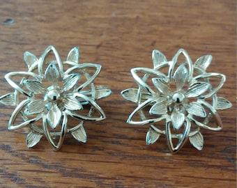 Sarah Coventry Gold Tone Flower Clip Earrings