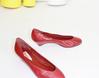 70s 80s 9West Original Logo Red Leather Kitten Heel Pumps Size 7.5 M