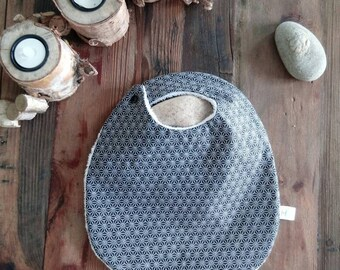 Coated cotton effect geometric black and white baby bib