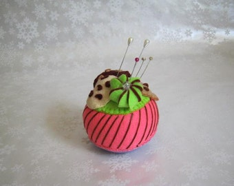 Deceptively Yummy Cupcake Pincushions! AS Seen on The Quilt Show.