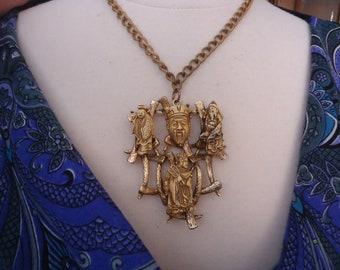 Thème asiatique Vintage peint Collier pendentif, Antique Gold Tone
