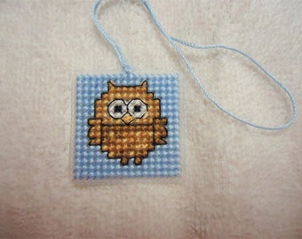 Little Owl  Needle Threader Fob