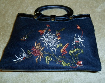 RELIC 1980s Vintage Embroidered Black Wool Hand Bag Organizer Clutch with Floral Design & Handles