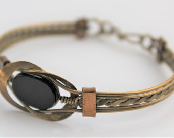 Vintage brass bangle with black stone.  Vintage jewellery