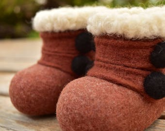 Baby Booties, wool felted, Baby boy, Baby girl, warm merino wool, Baby shoes, boots, 0 to 3 month booties
