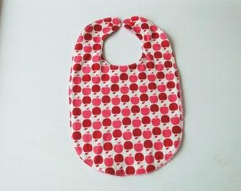 """Grand bavoir """"pommes rouges"""" en coton et éponge 6-24 mois cadeau de naissance fille rose"""