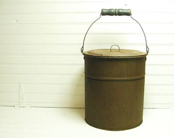 Vintage Rusty Bucket Old Tin Pail Handle Bucket with Lid Pail With Lid Planter Garden