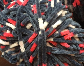 FREE SHIPPING! 10-Skein Yarn Lot; Premier Parfait Polyester Yarn; Bulky Weight; Dark Charcoal Gray with Red/Cream Accents