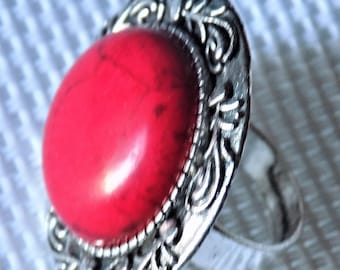Adjustable round ring silver, red dyed turquoise cabochon, decorated tray.