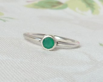 Sterling Silver Green Agate Stacking Solitaire Ring. 925 Silver. Size U