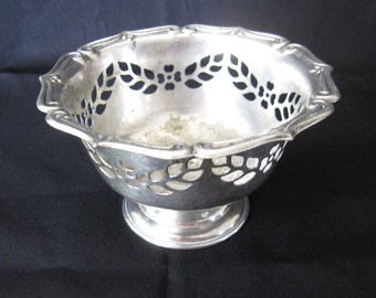 Vintage William A. Rogers 459 Silverplate Footed Dish