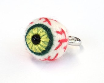 Halloween ring, needle felted eye, spooky felt accessories, cute goth fashion, Adjustable size