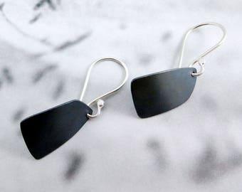 Peri // Simple Sterling Silver Earrings