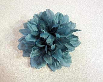 Steel Blue Dahlia Hair Clip, Dahlia Hair Clip, Blue Hair Flower, Floral Hair Accessoire, Floral Headpiece, LIMITED