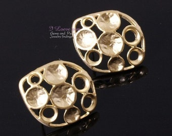 NP-580 Matt Goldplated, Pewter, multi embossing earring, 925 sterling silver post, 4pcs