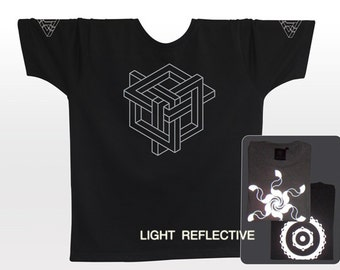Impossible Knot . Geometry . Optical Illusion T-shirt . light reflective silver print