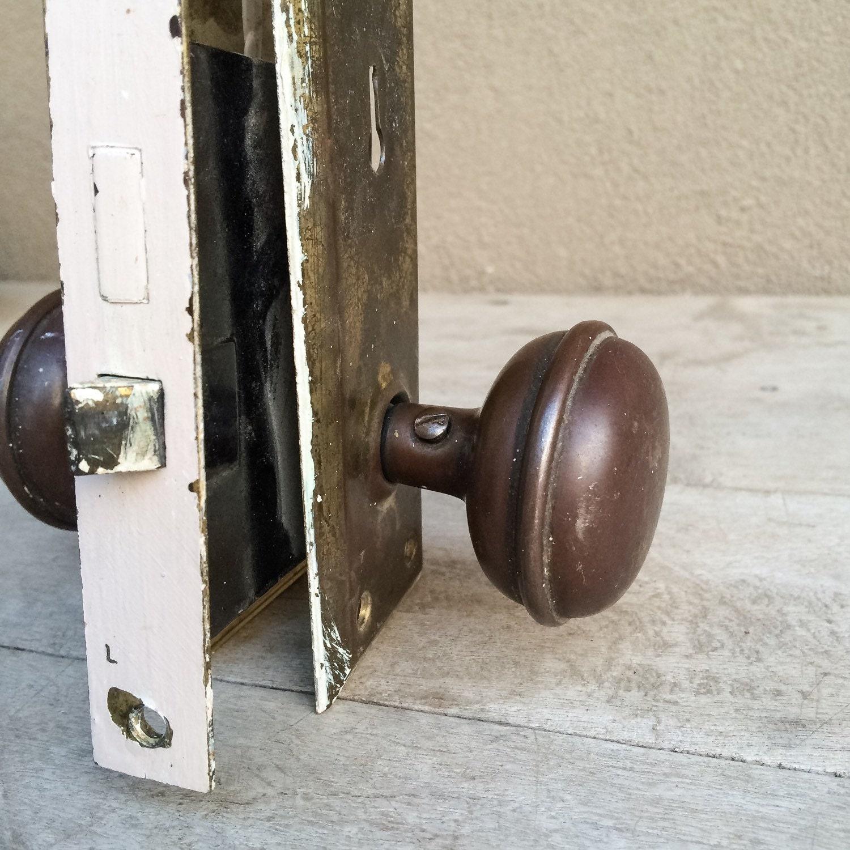 Superbe 1930s Brass Door Knob Set With Plates And Lock, Industrial Hardware,  Vintage Brass Door Knobs, Architectural Salvage, Vintage Door Handles