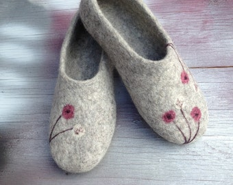 Gray felted wool womens slippers, House shoes, Organic wool slippers, Felted clogs, Vegan shoes, Mothers day gift