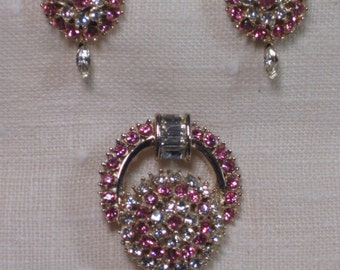 VTG 1960s Juliana Pink & White Rhinestone Pendant/Brooch Earring Set in Banguette, Round and Marquise Cuts - Very Good Condition