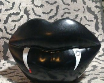 Vampire's kiss ceramic lips