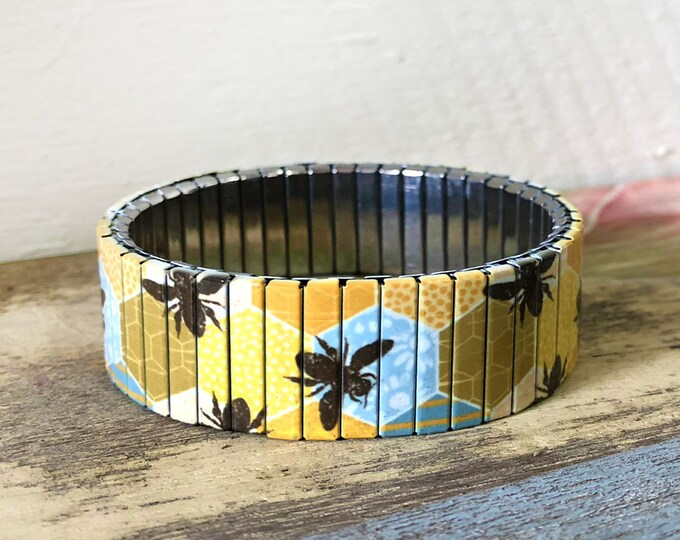 Honey bee-stretch bracelet-yellow-honeycomb-Gift for friend, Stainless steel-jewelry