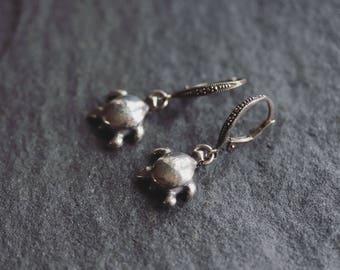 Dangling Turtle Earrings - Turtle Earrings -  Silver Turtle Earrings