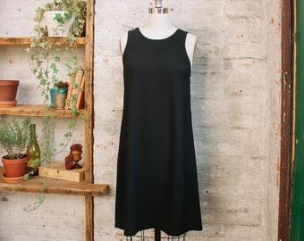 Françoise Sleevelss a-ligne robe noire avec poches - swing robe - shift robe - la petite robe noire - sans manches - genou longueur robe