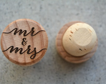 Rustic Wedding Favor Wine Stoppers Personalized Mr and Mrs Wood Wedding Favors Gold Wedding Decor Unique Wedding Favors Cork Wedding Favors