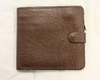 Vintage Brown Leather Wallet with Multiple Compartments and Fastener